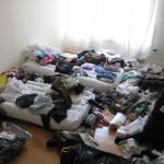 O quarto parecendo que foi bombardeado....haha