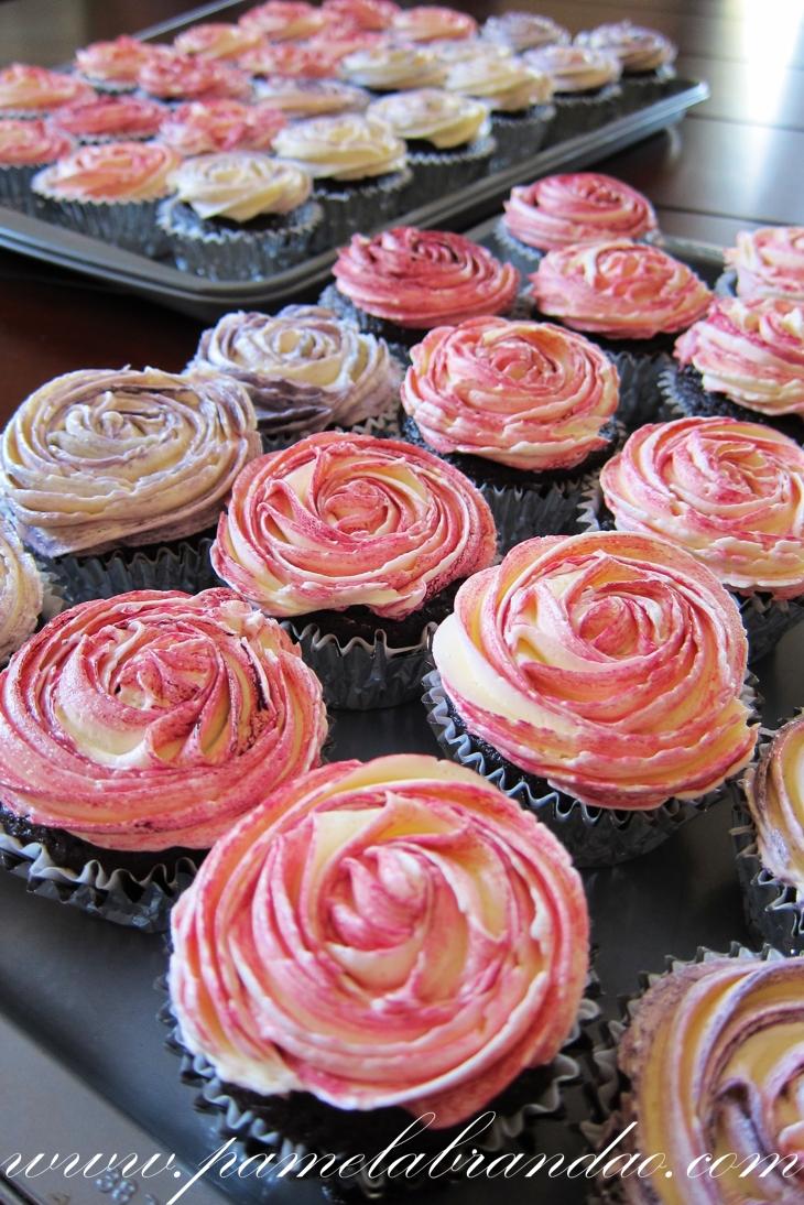 Cupcake Com Cobertura Em Forma De Flor Pam B